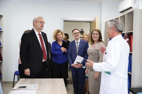 Swiss Ambassador Adrian Maître and Albania's Minister of Health Ogerta Manastirlliu visiting the renovated health centre in Lushnje.