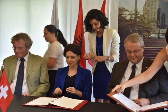 Signing of agreement in support of Albania's Parliament. From left: Head of OSCE Presence in Albania, Bernd Borchardt; Minister for Relations with Parliament Elisa Spiropali; Swiss Ambassador in Albania Adrian Maître. ©
