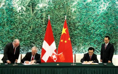 Swiss Federal Councillor Johann Schneider-Ammann and Chinese Minister of  Commerce Chen Deming during the signing ceremony of  the FTA