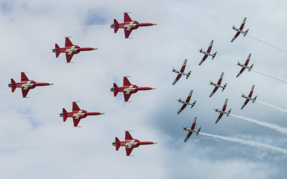 Flight formations by the Swiss Air Force