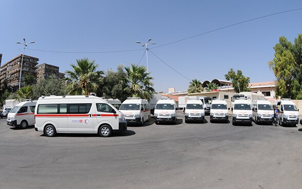 Switzerland is financing twelve new ambulances to improve the situation of people suffering from the consequences of the war in Syria. © FDFA
