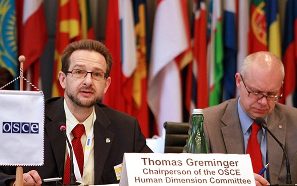 Ambassador Thomas Greminger at a meeting on the refugee issue in his capacity as Chairperson of the Human Dimension Committee