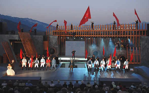 "Scene from the play ""Les Misérables"" on the Lake Thun Stage"
