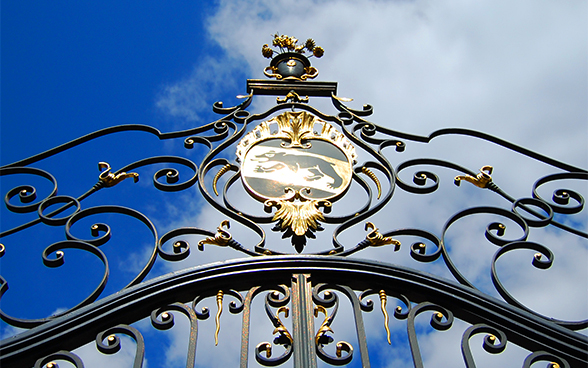 Guilded garden entrance gates with the Bern coat of arms