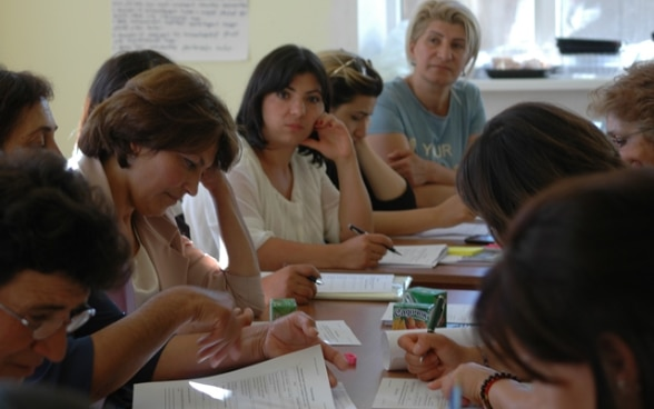 Armenian Women Get Ready for Elections © SDC
