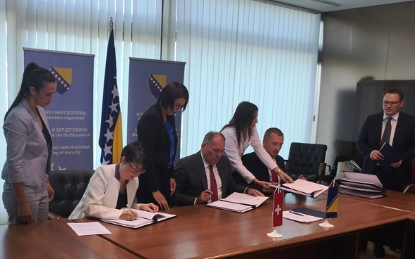 Support to Bosnia and Herzegovina in efficient migration and border management_Agreement signing_Barbara Dätwyler Scheuer_26.07.2017