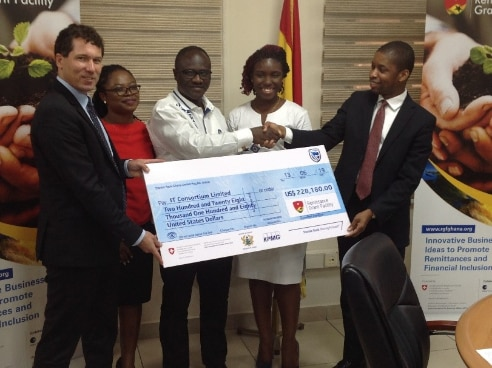 Handing over of the symbolic cheque to a winner of the second call for proposals of the Remittance Grant Facility.