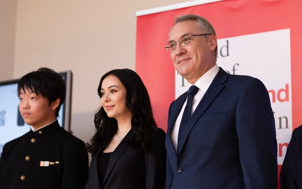 Ms. Helena Alesi Goto (center) attended the launch event of the Grand Tour of Switzerland in Japan at the Residence of Ambassador Jean-François Paroz (right) ©Ayako Suzuki