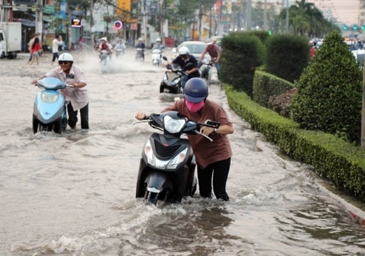 Mậu Thân Street in Cần Thơ City in the Mekong Delta flooded during high tides