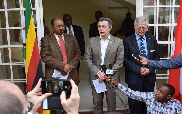 Swiss Foreign Affairs Minister visits HIV/AIDS clinic in first visit to Zimbabwe