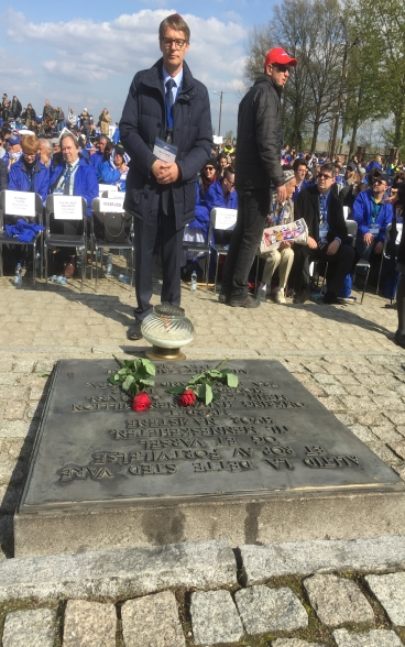Benno Bättig, presidente in carica dell'International Holocaust Remembrance Alliance (IHRA), ricorda le vittime in occasione della March of the Living