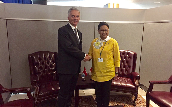 Federal Councillor Didier Burkhalter meets with Indonesian foreign minister Retno Marsudi.