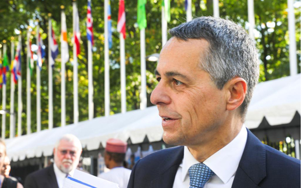 Federal councilor Ignazio Cassis in front of the UN building in New York.