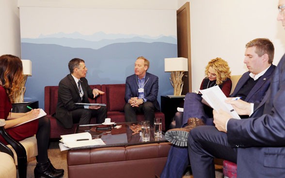 Federal councillor Ignazio Cassis meets Brad Smith, the President of Microsoft, during the WEF.